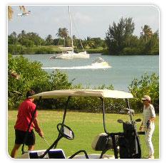 Terrain de golf avec vue sur la mer